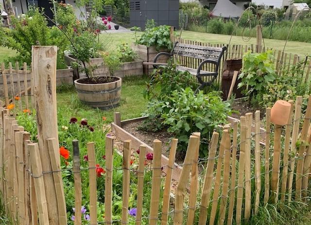 Fertiger Bauerngarten im Juni